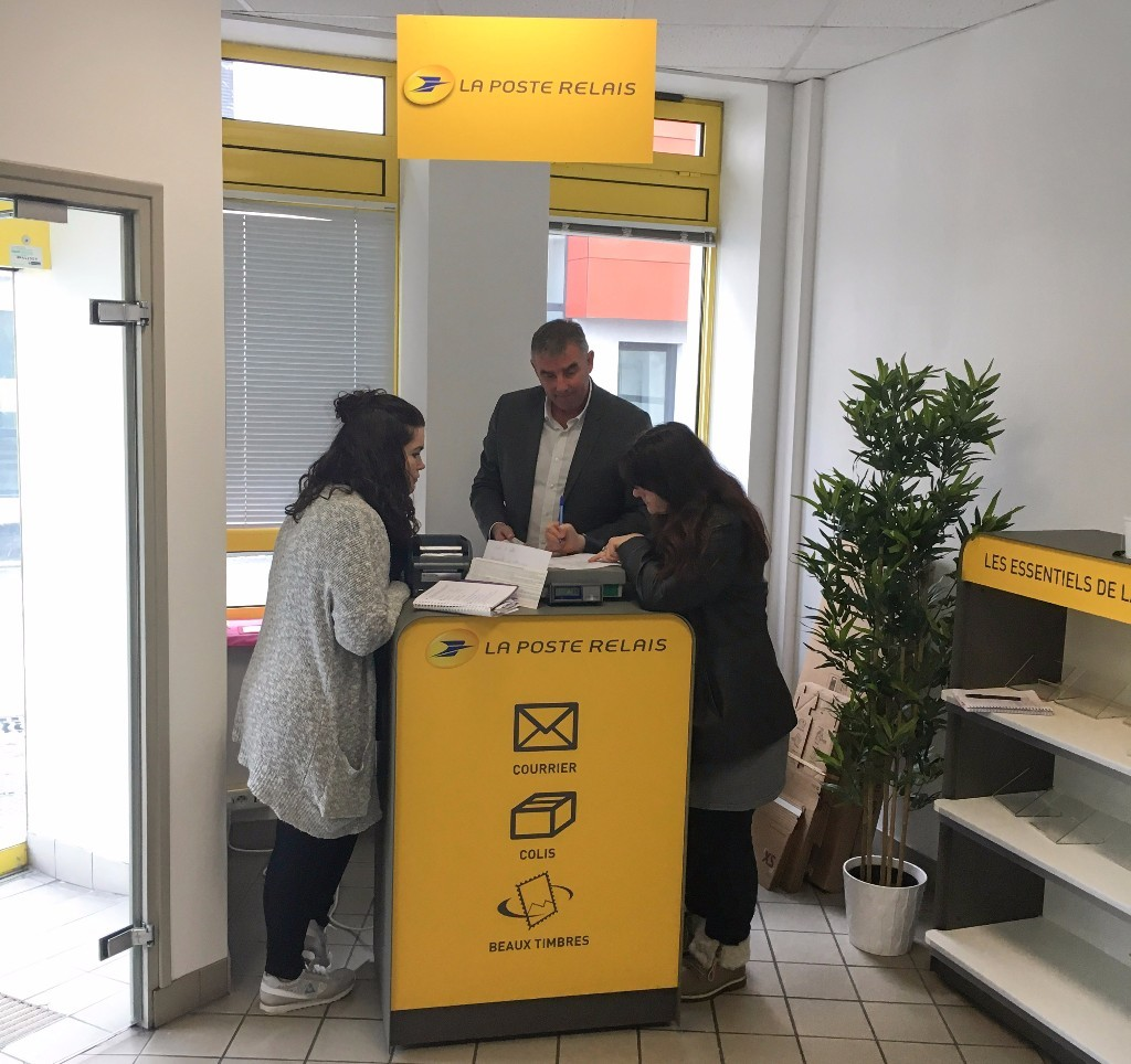 Brest cr ation d un point de services la poste relais aux for Bureau de poste luynes 13